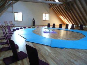 Seminarraum 1 mit Sitzmöbeln